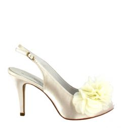 Zapatos de novia, en el país de las bodas